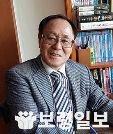 김성윤이사장.jpg